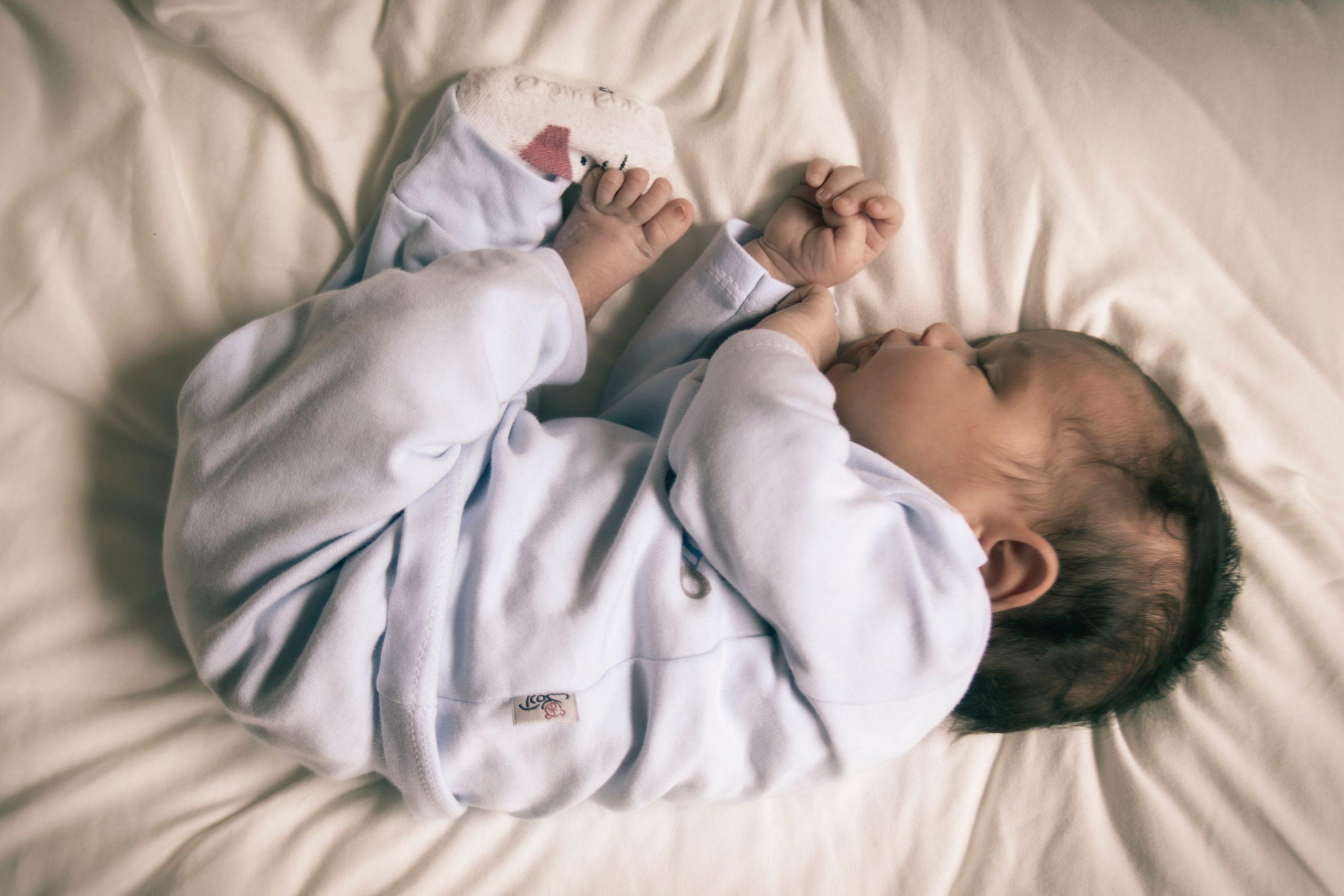 pasgeboren baby slapen